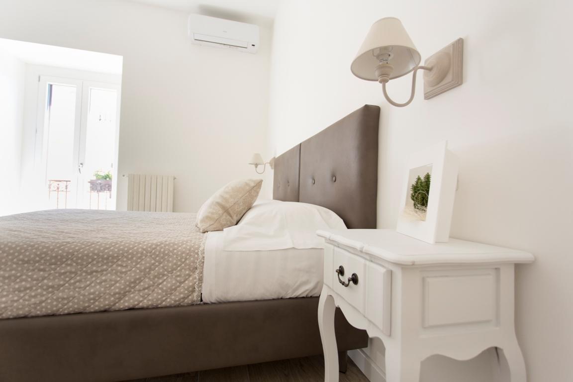 stanza lucana-residence-le-vie-del-centro-beb-bed-and-breakfast-appartamento-casa-vacanze-matera-basilicata